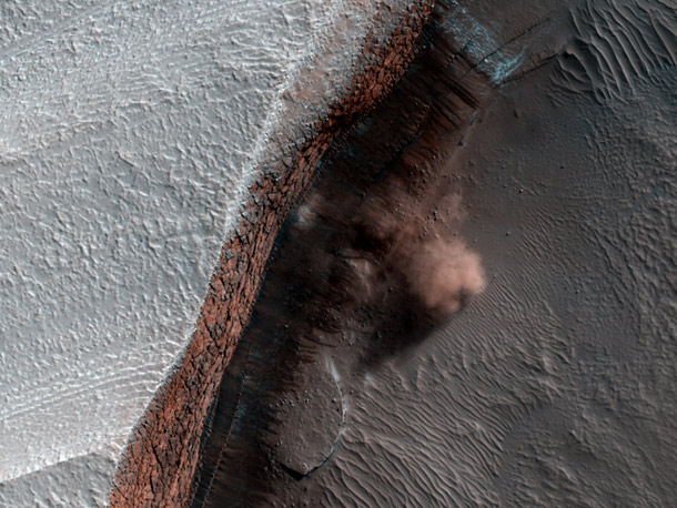 hirise_avalanche_april2010