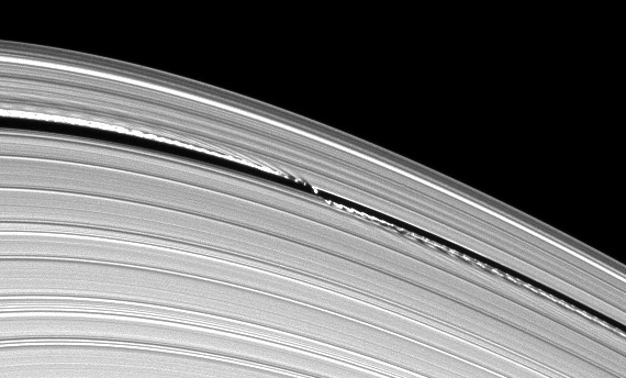 cassini_ringwaves2