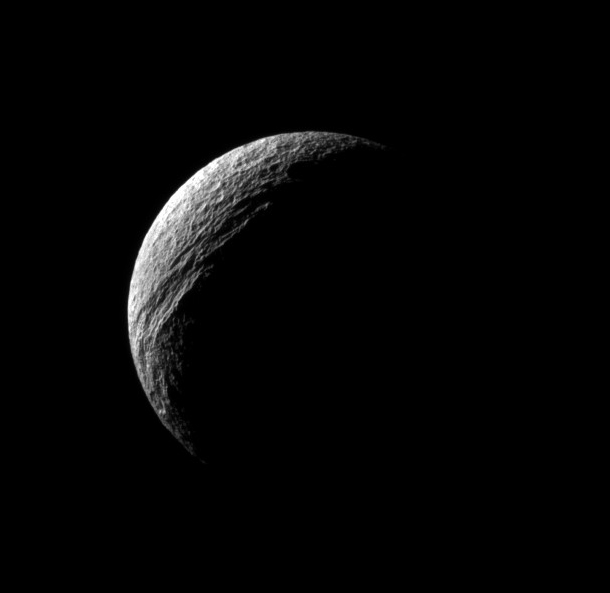 cassini_tethys_canyon