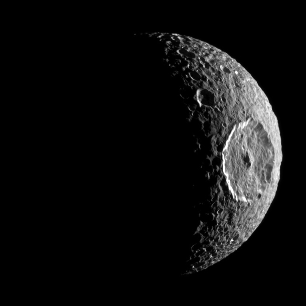 cassini_crescent_mimas