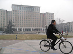 A non-fixed-gear student rider on the campus of Tsinghua University, Beijing. Click image to expand.