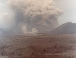 Mount Pinatubo erupting in 1991. Click image to expand.